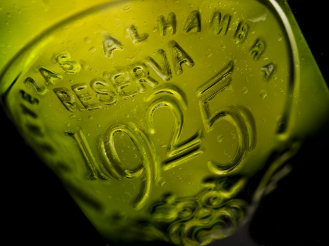 Fotografía cerveza Alhambra